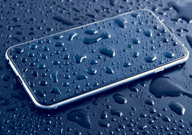 Cómo reparar un iPhone mojado
