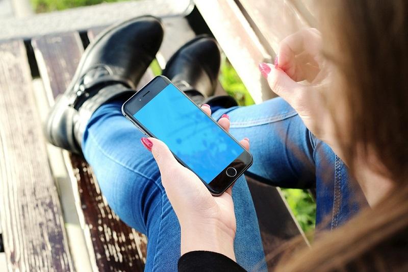¿La pantalla de tu iphone parpadea?